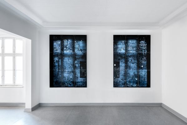 Käthe VI - 2018, UV-print and oil on glass, 114.6 x 160.6 in. / 291 x 408 cm, installation view Griffelkunst Hamburg